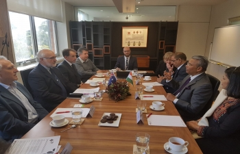 High Commissioner Dr. A.M. Gondane interacting with Vice Chancellor and other faculty members of University of Tasmania during his official visit to Tasmania.