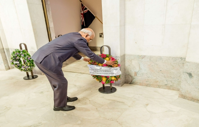 Hon. President Laying Wreath at Anzac War Memorial on 21-11-18