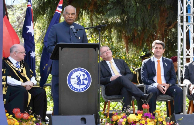 Hon. President  during unveiling of Statue of Mahatma Gandhiji at Jubilee Park, Sydney on 22-11-18